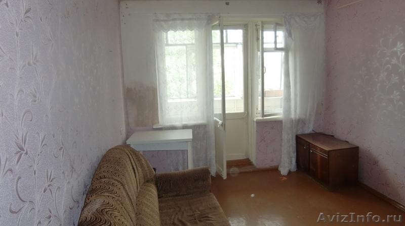 Продам комнату с балконом в ленинском р-не, масленникова, 15.
