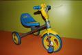 Трёхколёсный велосипед сине-жёлтый